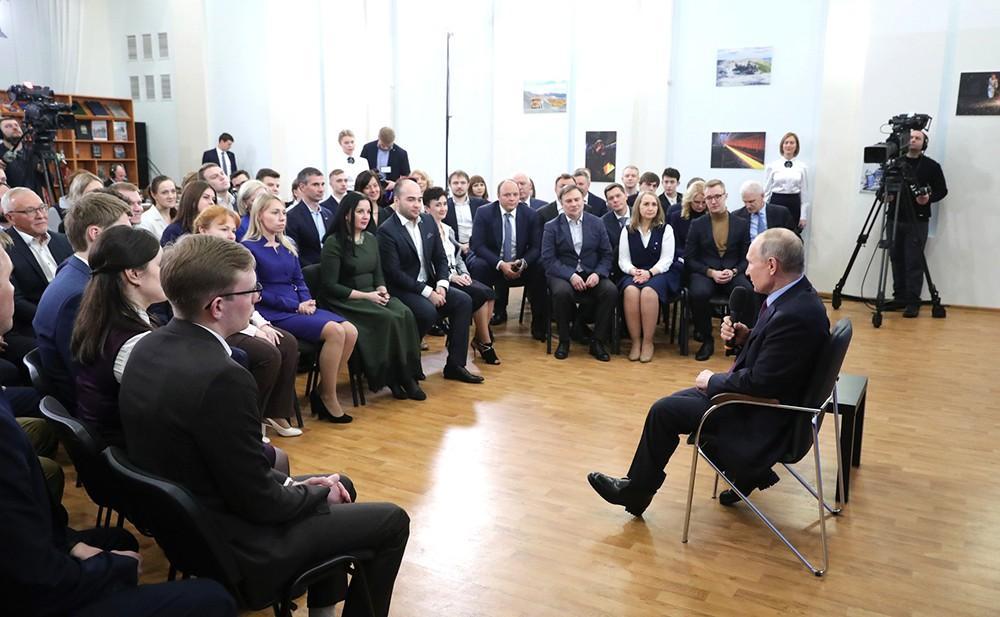 Владимир Путин на встрече с представителями общественности