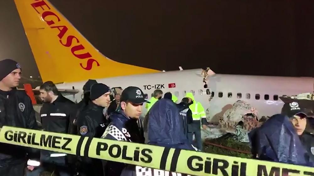 Последствия жесткой посадки самолёта авиакомпании Pegasus Airlines