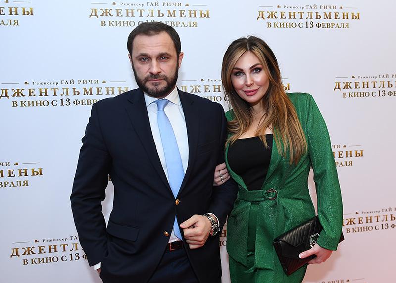 Актриса Наталья Бочкарева со спутником
