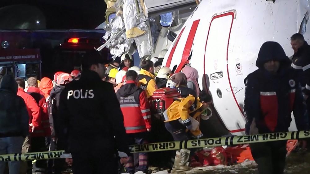 Последствия жесткой посадки самолёта в Турции