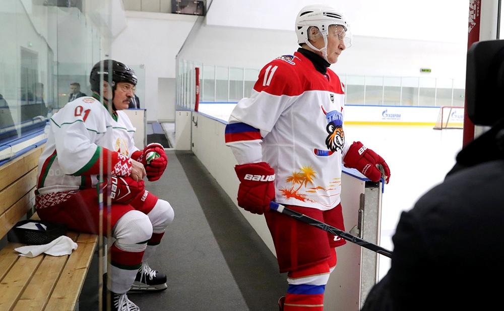 Владимир Путин и Александр Лукашенко приняли участие в товарищеском хоккейном матче