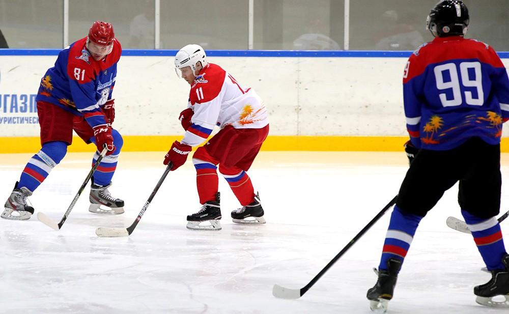 Владимир Путин принял участие в товарищеском хоккейном матче