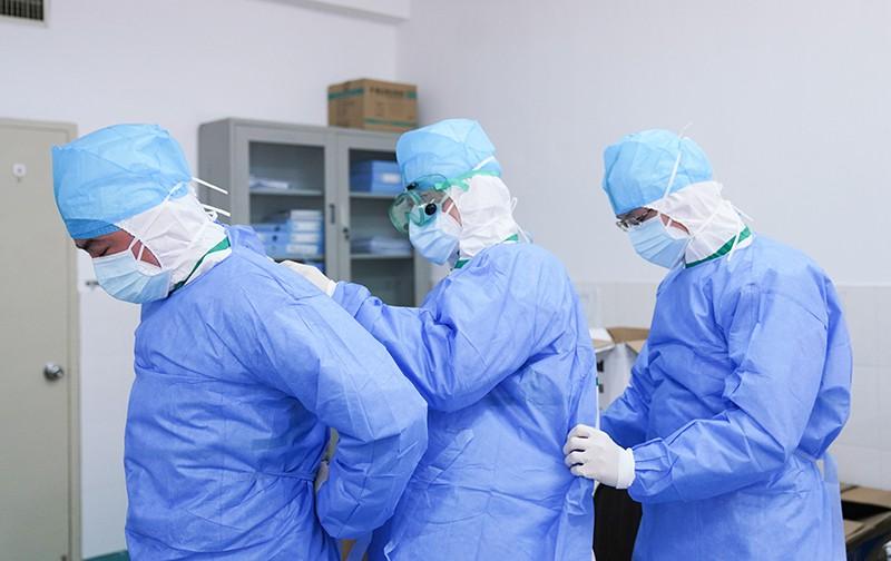 Врачи-эпидемиологи в Китае