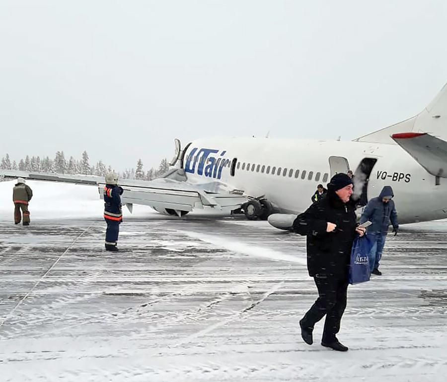Последствие жесткой посадки самолета авиакомпании UTair