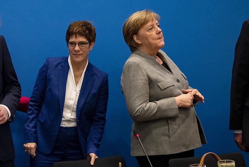 Протеже Меркель отказалась баллотироваться в канцлеры Германии