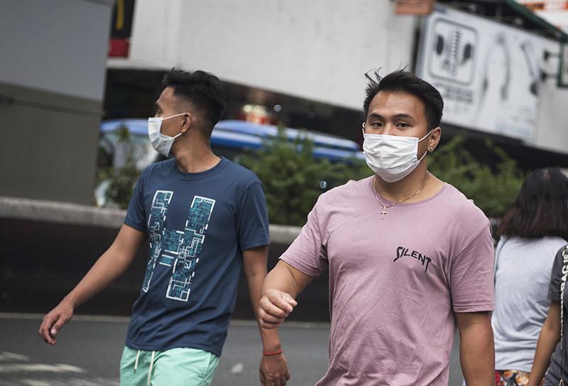 Мужчины в маске