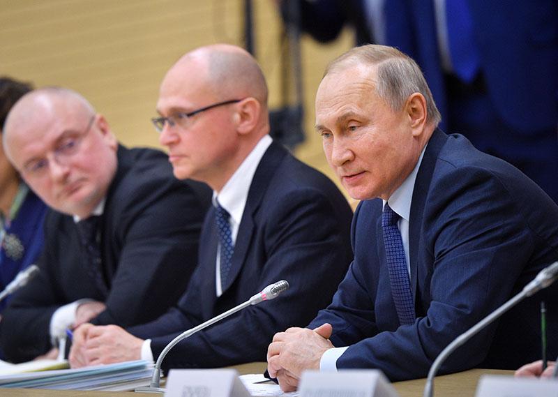 Владимир Путин проводит встречу с рабочей группой по подготовке предложений о внесении поправок в Конституцию
