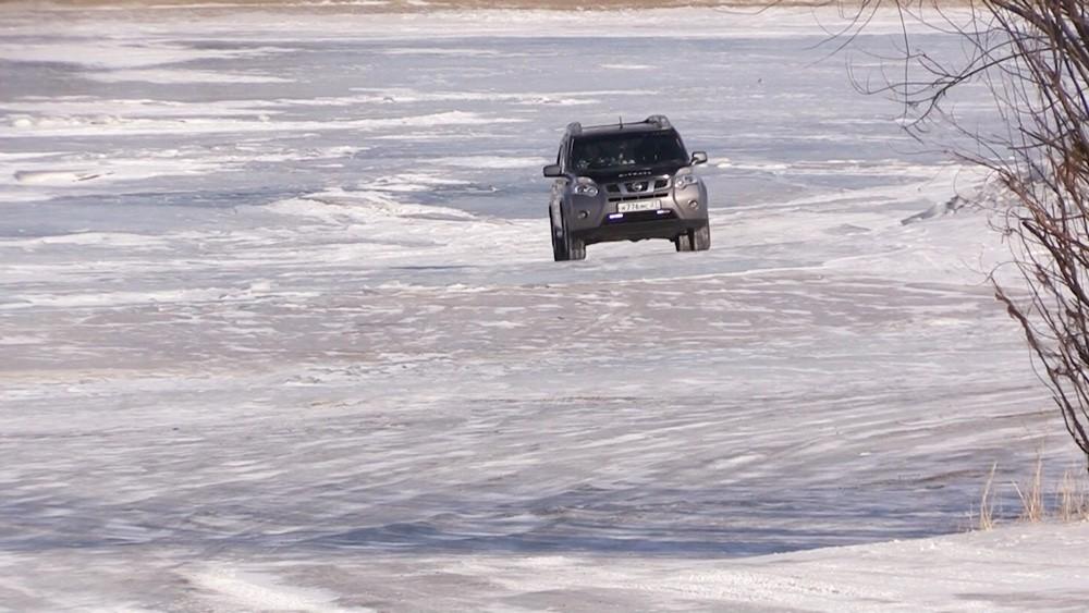 Машина на реке Амур