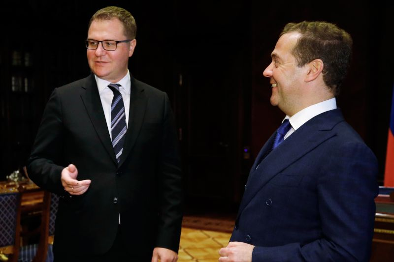 Олег Осипов и Дмитрий Медведев (справа)
