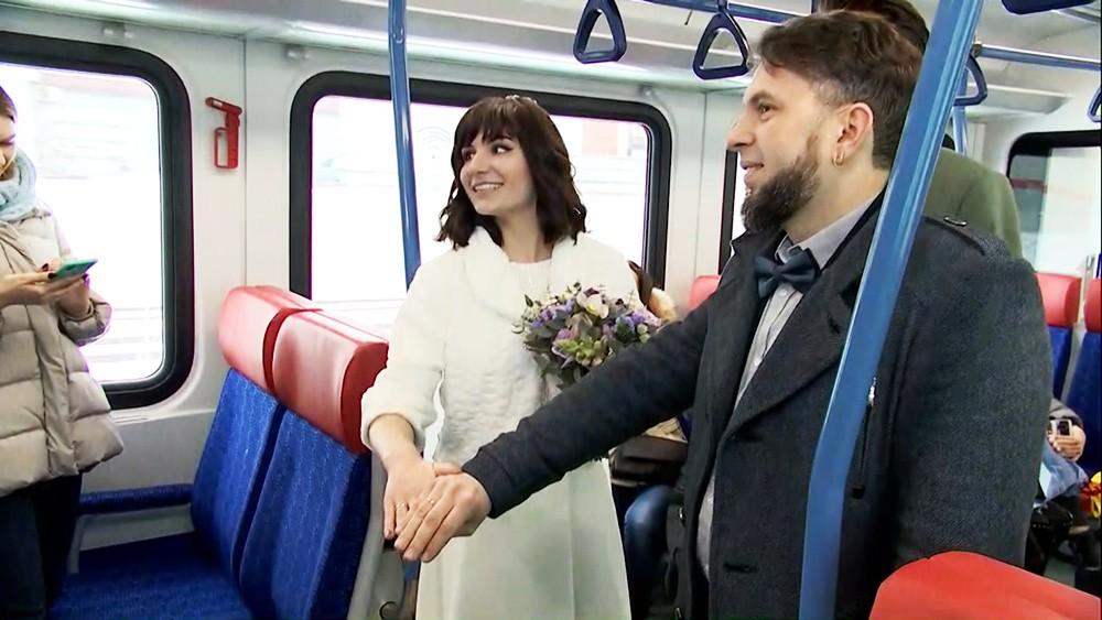 Свадьба в поезде МЦД