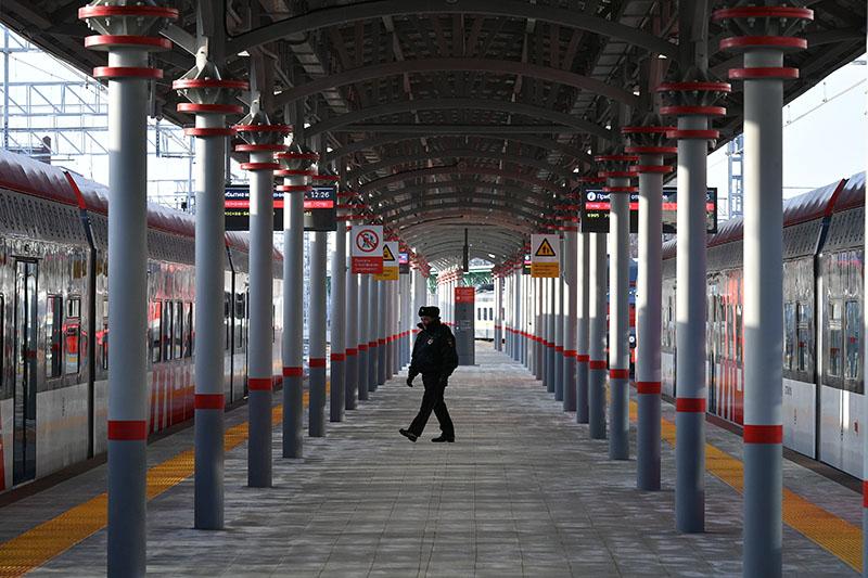 Сотрудник полиции на вокзале