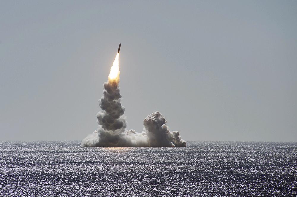 Ракетный залп с подводной лодки США
