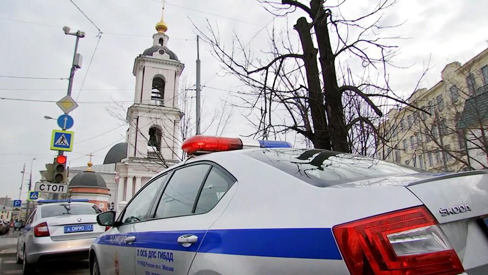 Полиция возле Храма Николая Чудотворца в Покровском в Москве