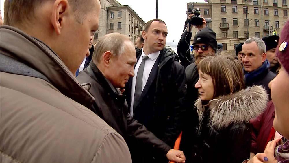 Владимир Путин и жители Санкт-Петербурга