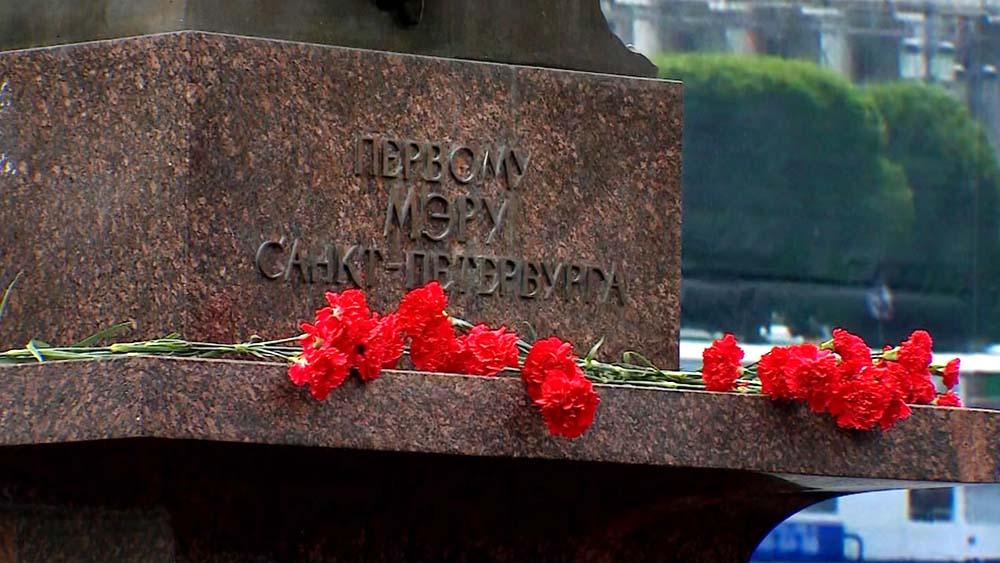 Памятник первому мэру Санкт-Петербурга А. Собчаку