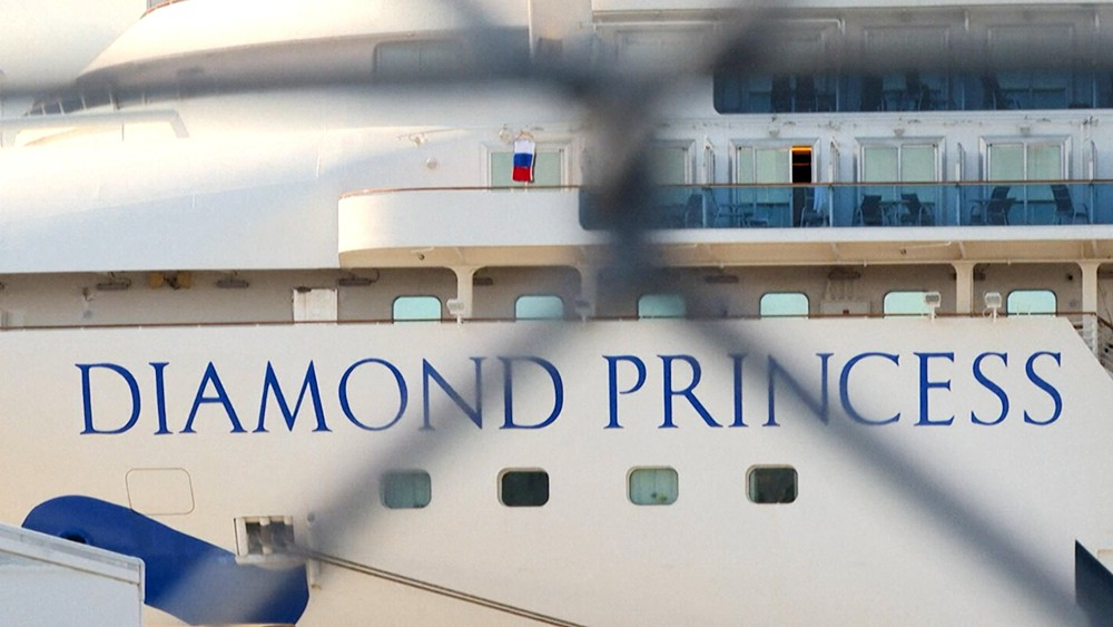 Круизный лайнер Diamond Princess