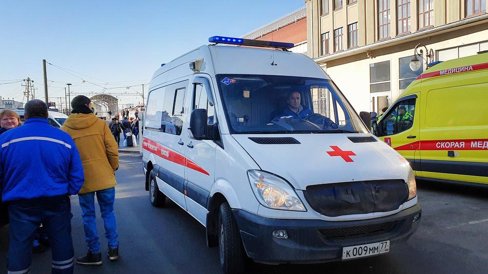 Машины скорой помощи у вокзала