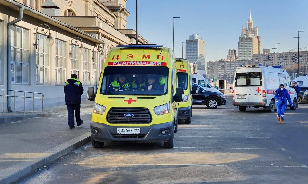Автомобили скорой помощи Центра эпидемиологии