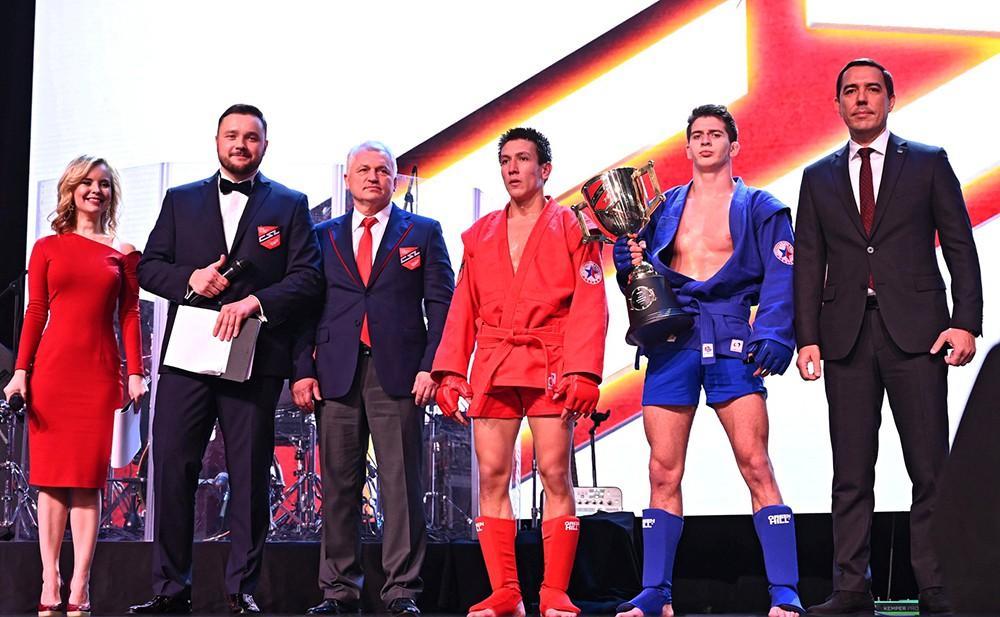 Церемония награждения победителей на первом чемпионате Лиги боевого самбо
