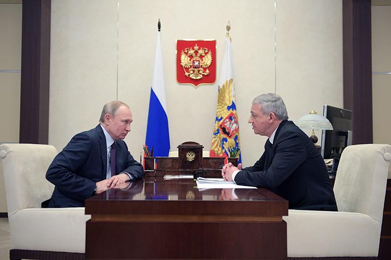 Владимир Путин и глава Республики Северная Осетия - Алания Вячеслав Битаров