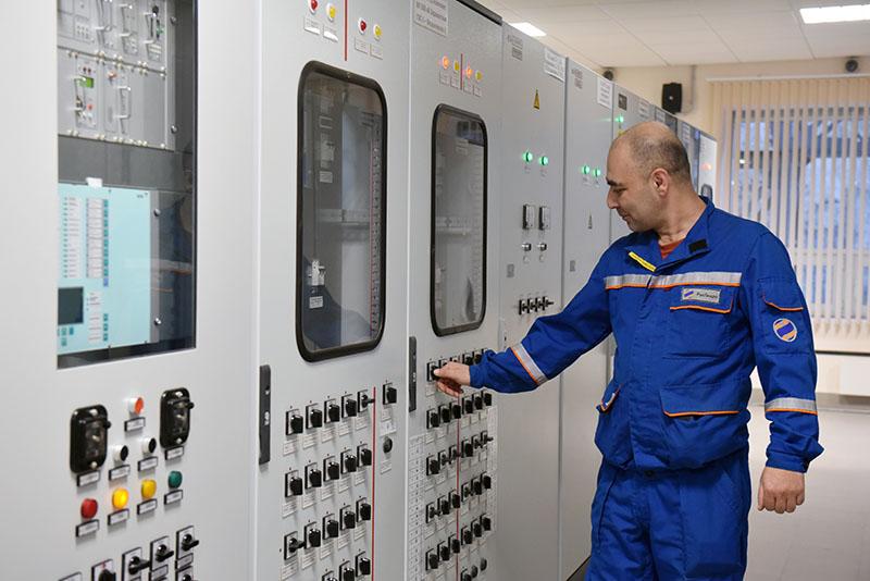 Сотрудник Зарамагской ГЭС в Северной Осетии