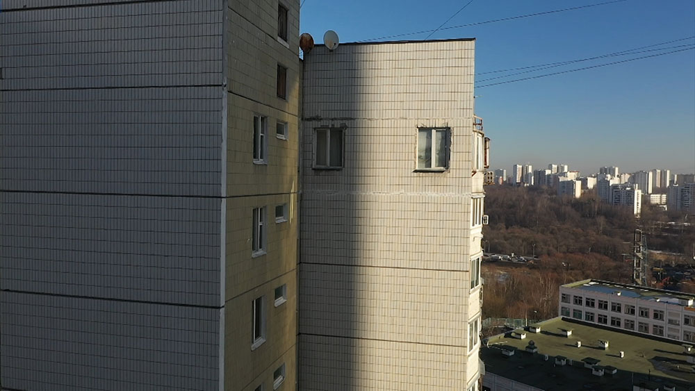 Москвич прорубил себе два окна в несущей стене многоэтажки