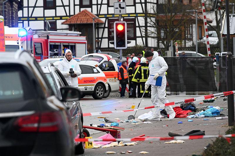 Число пострадавших при наезде на толпу в Гессене выросло вдвое