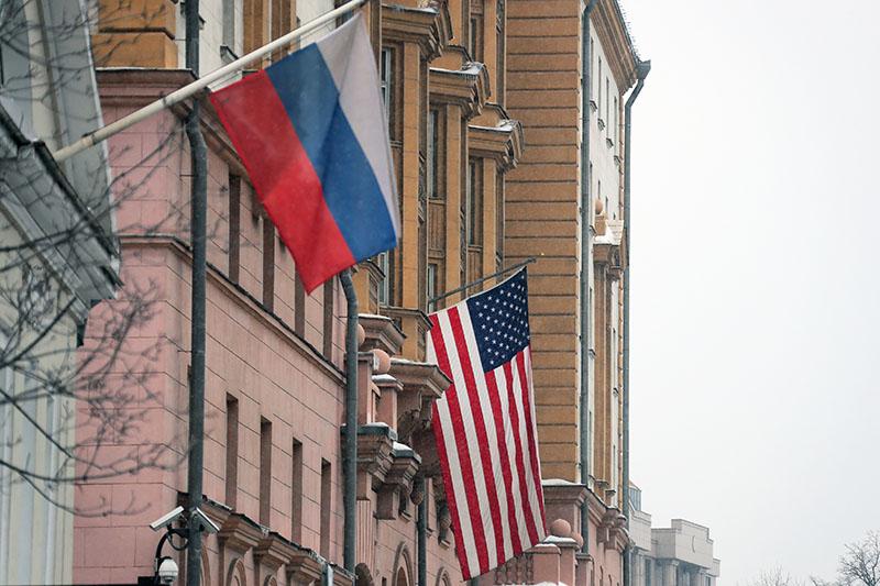 Флаг США на здании посольства