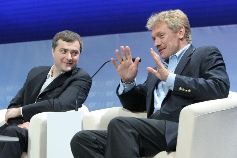 Владислав Сурков и Дмитрий Песков (слева направо)