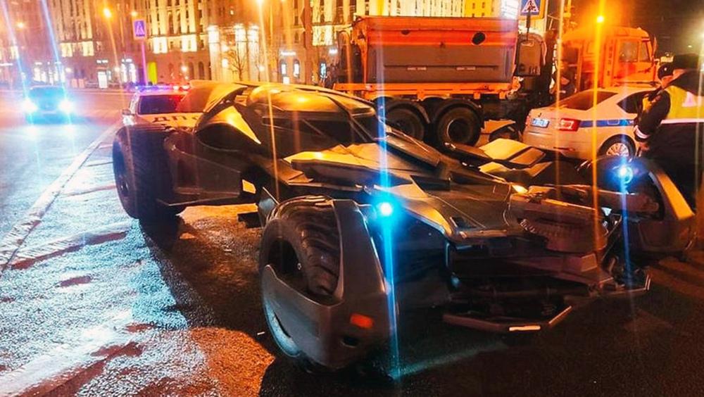 """Московская полиция отправила """"бэтмобиль"""" на штрафстоянку"""