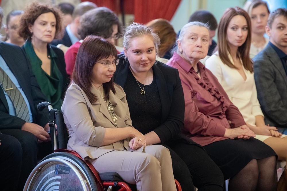 Сергей Собянин вручил награды руководителям благотворительных фондов и НКО