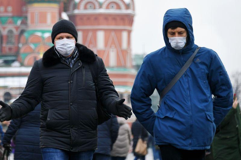 Москвичи в масках