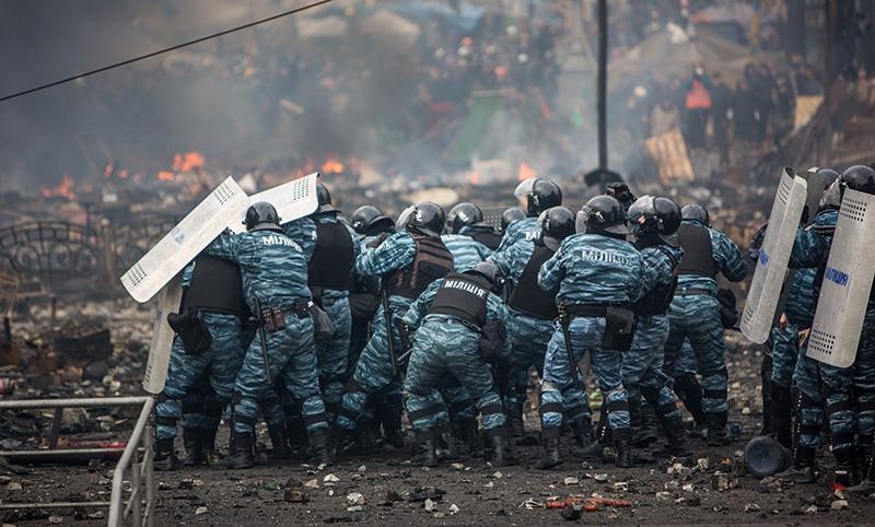Сотрудники правоохранительных органов на площади Независимости в Киеве. 2014 год