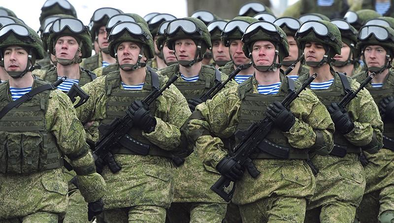 Военнослужащие 76-й воздушно-десантной дивизии