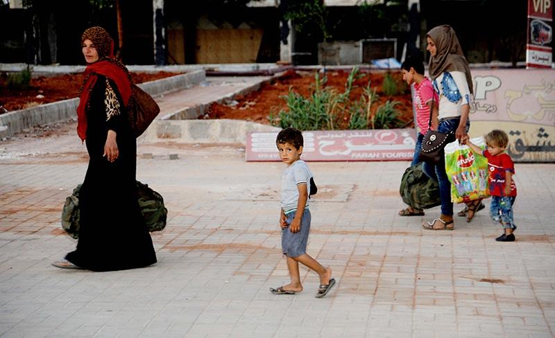 Мирные жители возвращаются в Алеппо, Сирия
