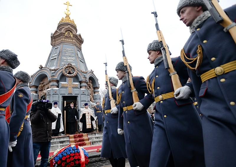 Торжественный парад у Часовни-памятника гренадерам, павшим под Плевной
