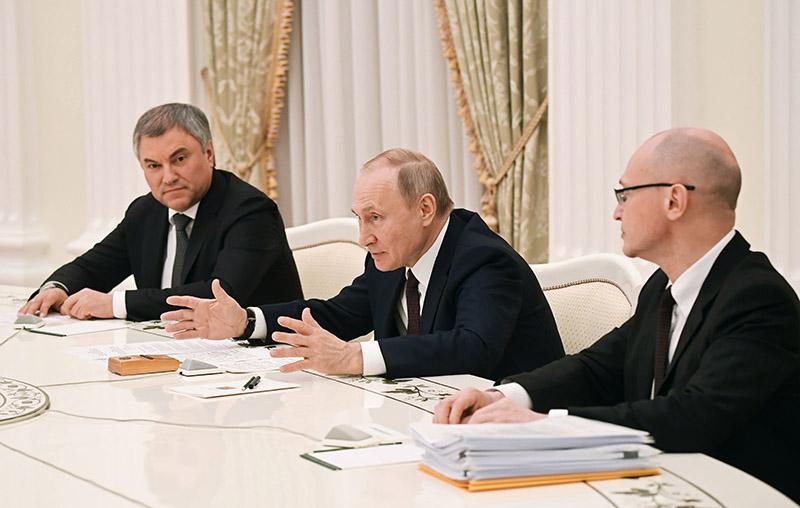 Владимир Путин во время встречи с руководителями фракций Государственной Думы