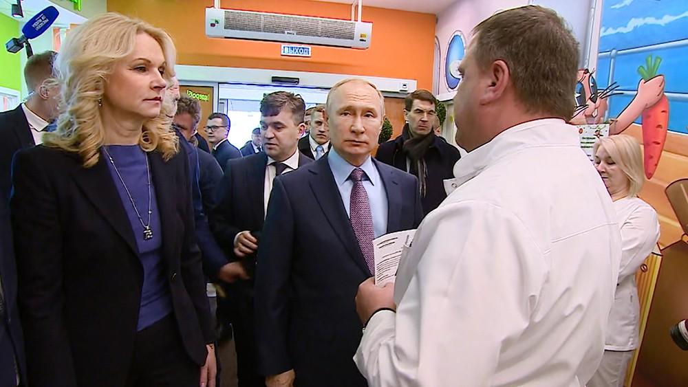 Владимир Путин посетил детскую поликлинику в Иваново