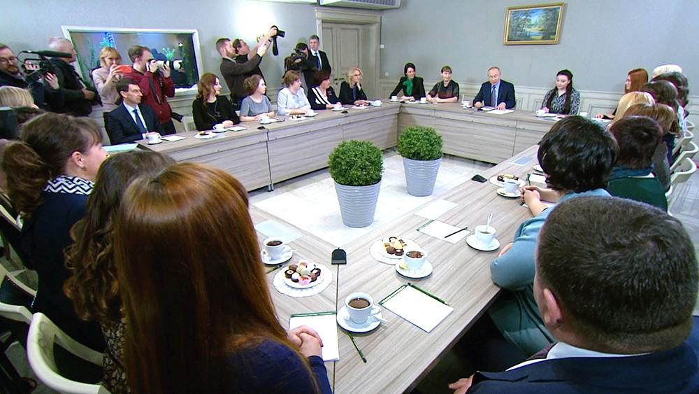 Владимир Путин во время встречи с представителями общественности Ивановской области