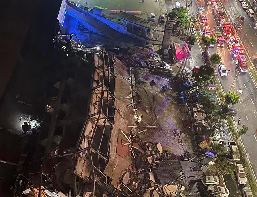Последствия обрушения гостиницы в Китае