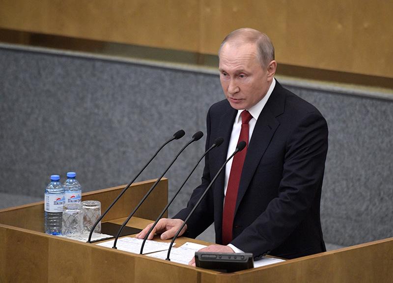 Владимир Путин выступает на пленарном заседании Государственной Думы