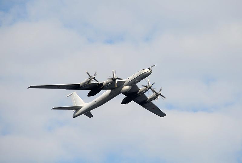 Самолет ТУ-142