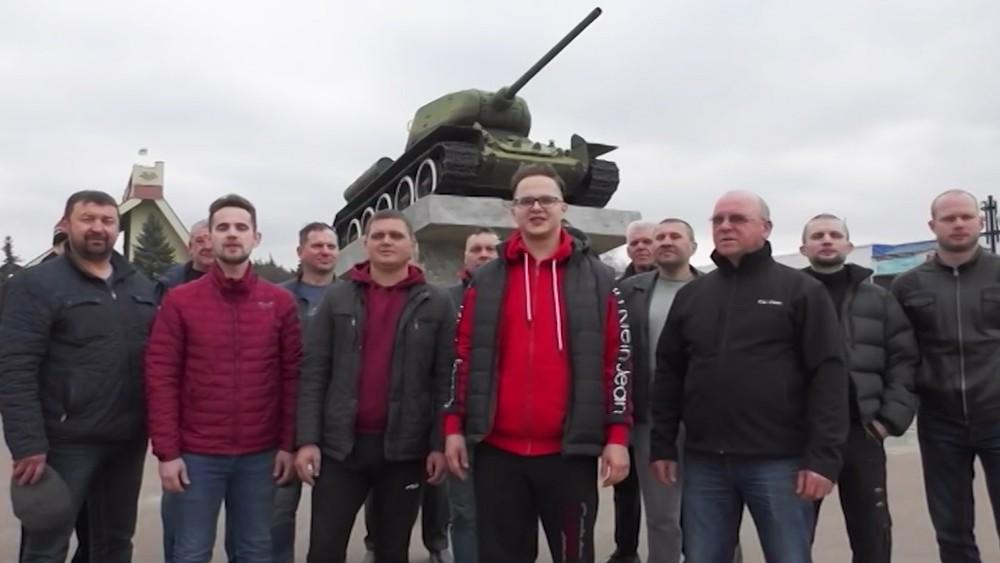 Флешмоб в поддержку школьника Максима Ткачука