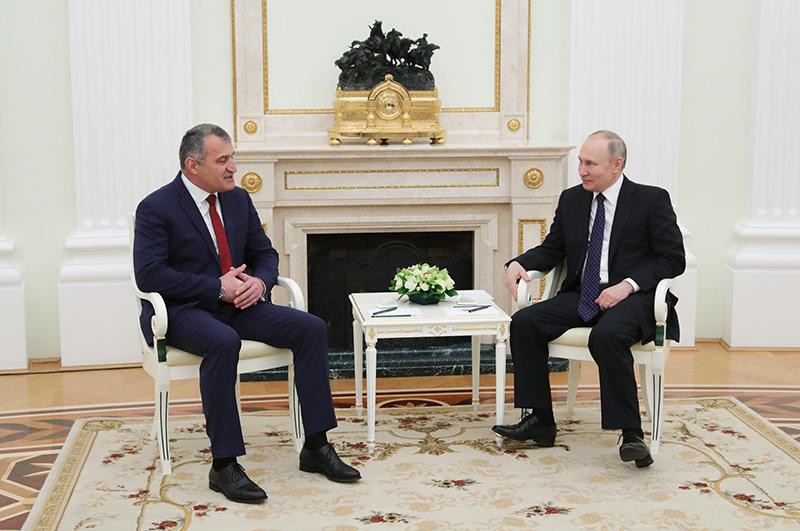 Владимир Путин и президент Южной Осетии Анатолий Бибилов