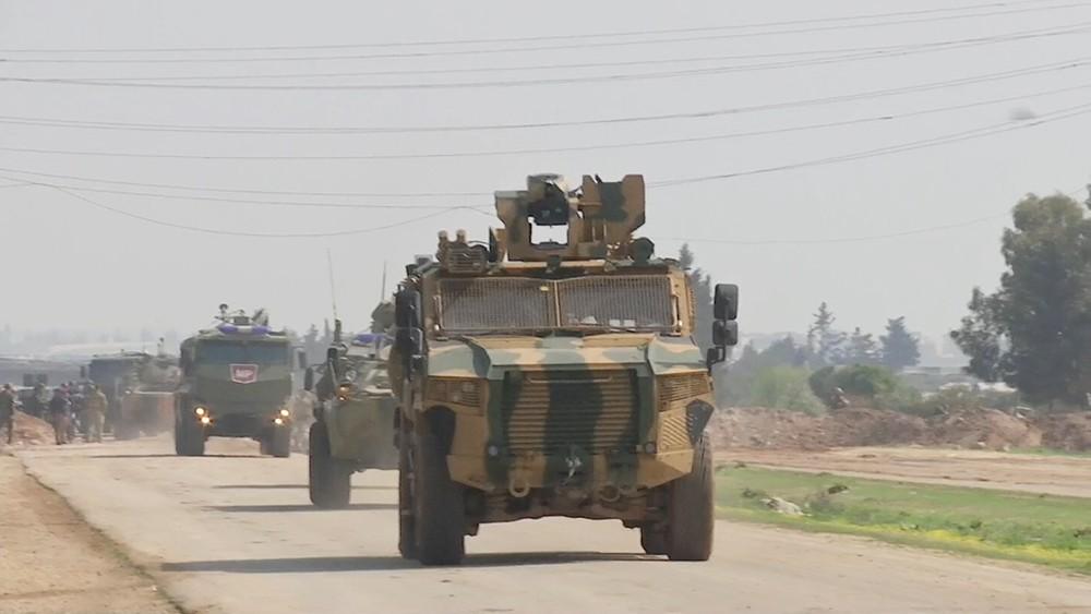 Российско-турецкое патрулирование участка трассы М4 в Сирии