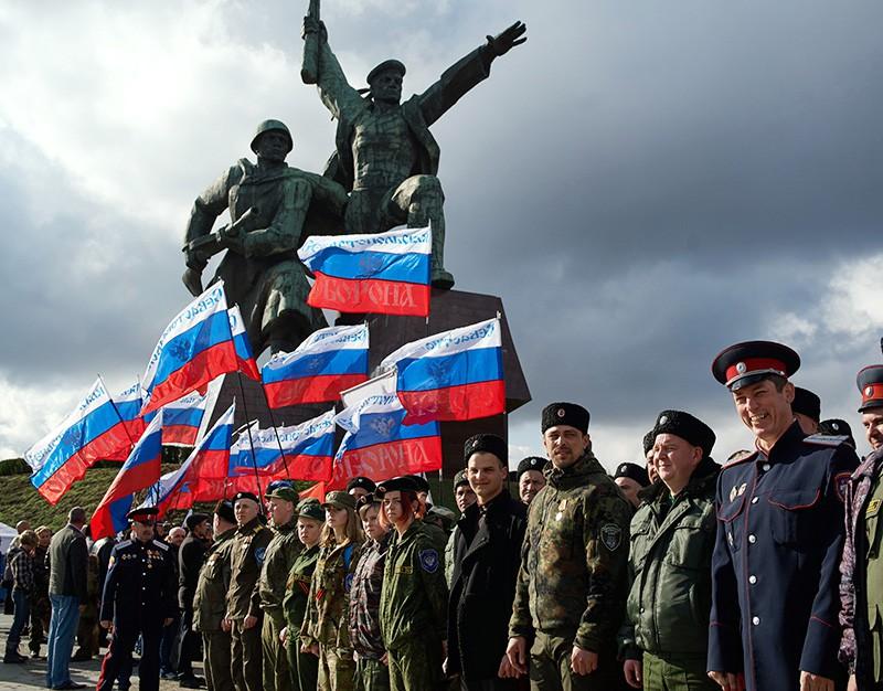 Участники митинга в честь годовщины воссоединения Крыма с Россией