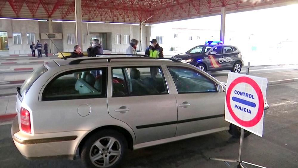 Полиция перекрыла дороги в Европе