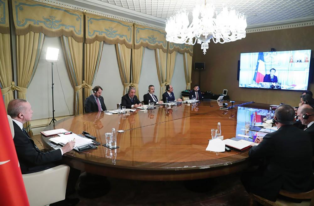 Реджеп Эрдоган общается по телемосту с Эммануэлем Макроном