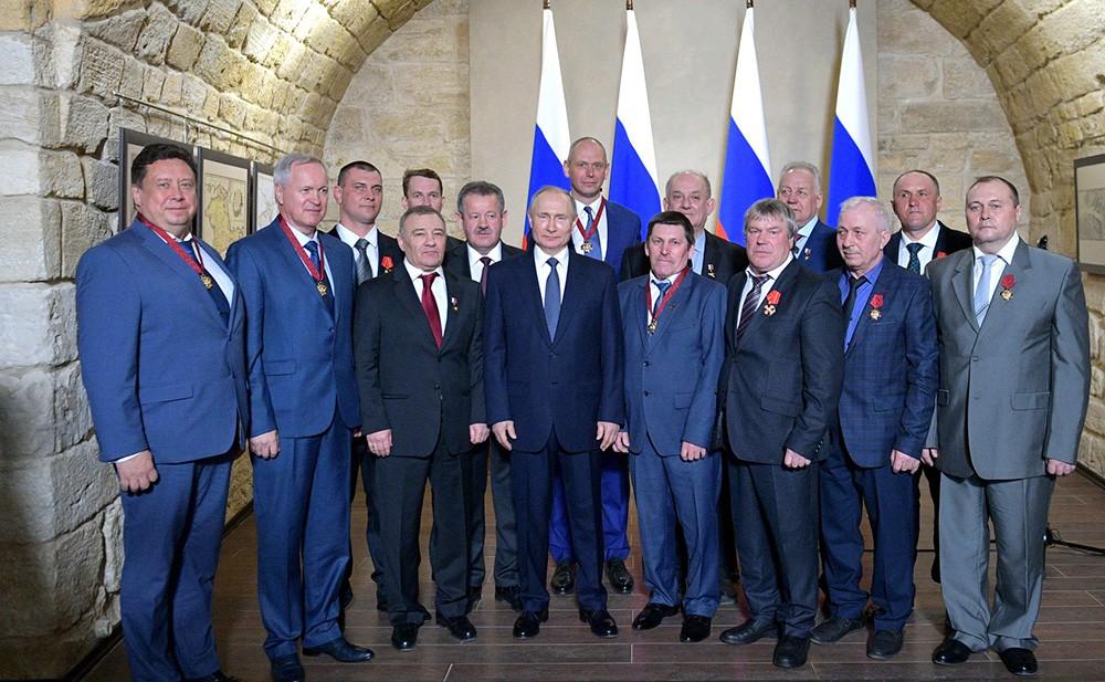 Владимир Путин с участниками церемонии вручения государственных наград