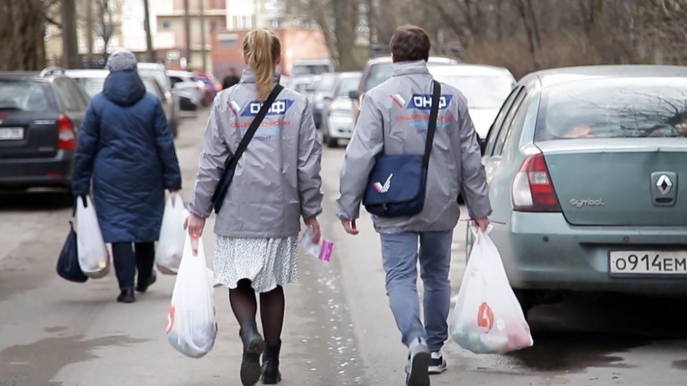 Волонтеры, работающие в условиях коронавируса